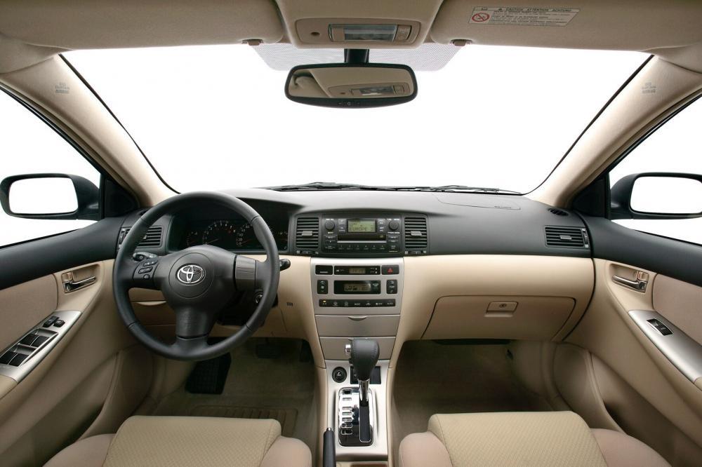 Toyota Corolla 9 поколение E130 [рестайлинг] (2004-2007) Хетчбэк 5-дв. интерьер