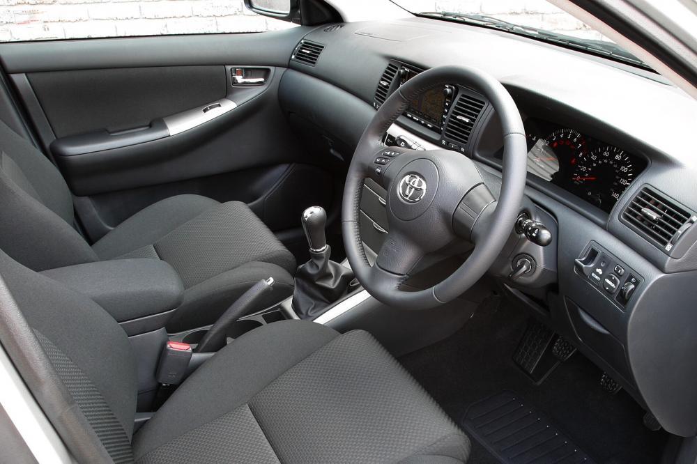 Toyota Corolla 9 поколение E130 [рестайлинг] (2004-2007) Универсал 5-дв. интерьер