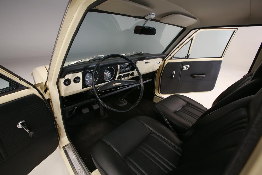 Toyota Corolla 1 поколение E10 (1966-1970) Седан интерьер
