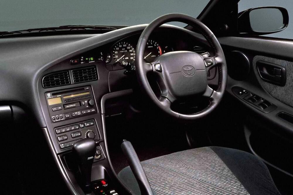 Toyota Corona T190/ST200 (1993-1998) EXiV седан 4-дв. интерьер