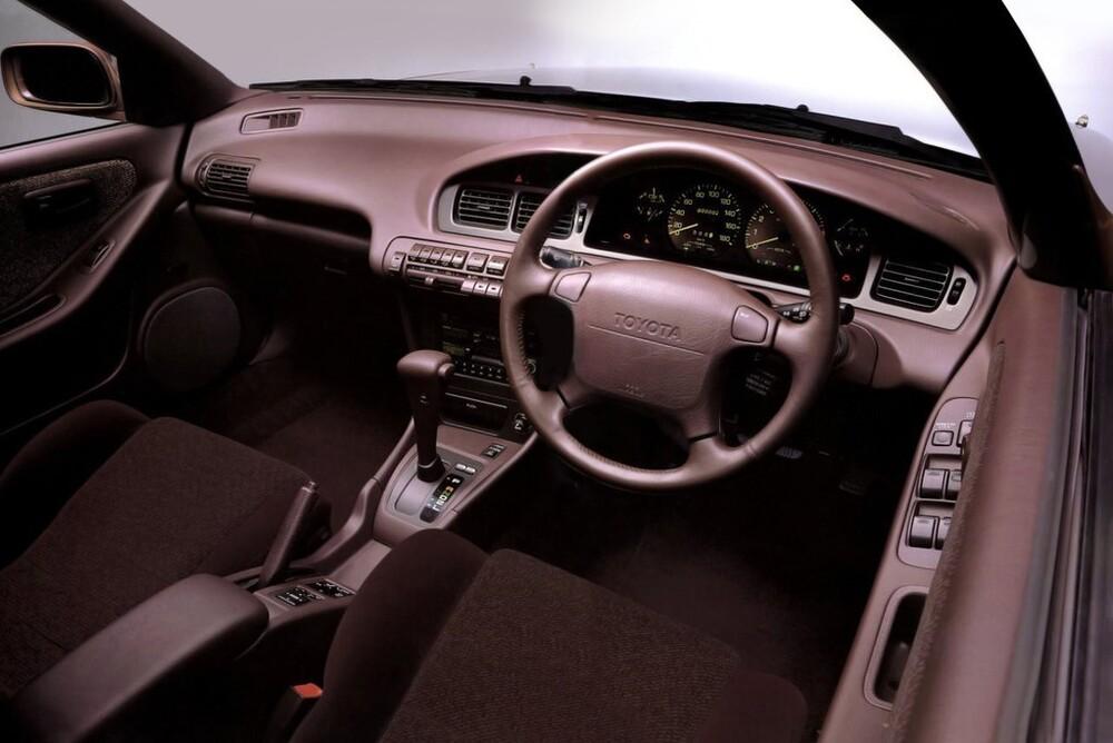 Toyota Corona T170/ST180 (1989-1993) EXiV седан интерьер