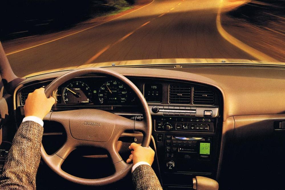 Toyota Cressida 4 поколение X80 (1988-1991) Седан интерьер