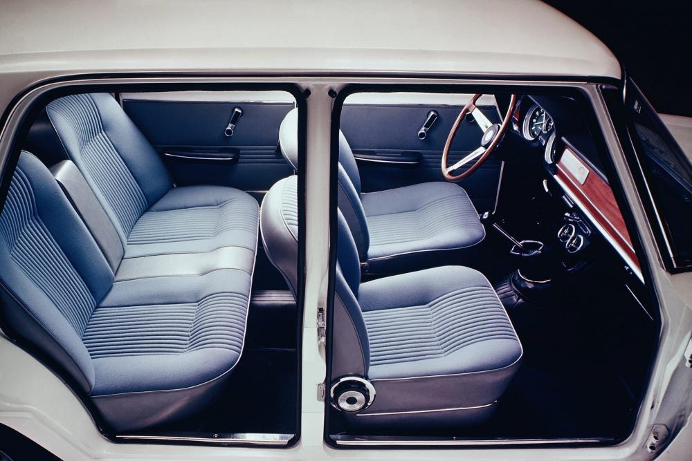 Alfa Romeo Giulia 105 (1962-1977) Седан интерьер