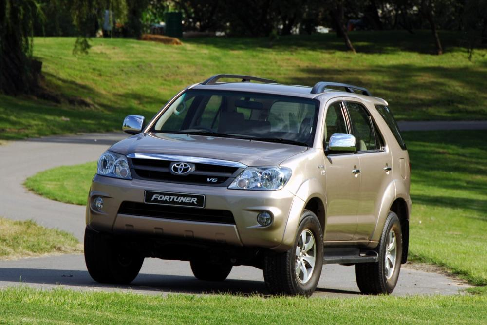 Toyota Fortuner 1 поколение внедорожник