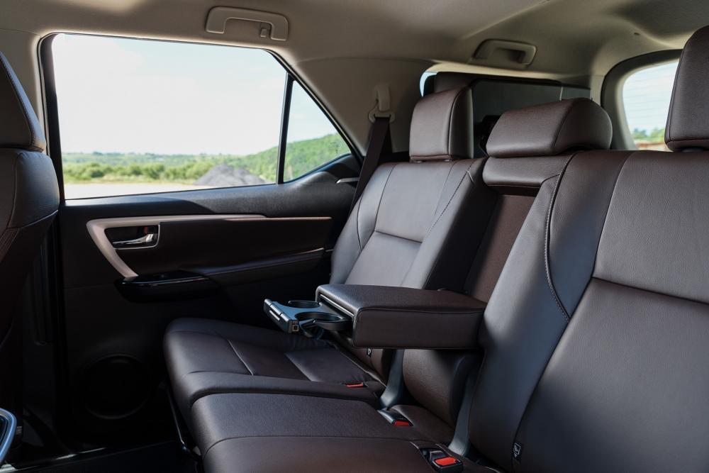 Toyota Fortuner 2 поколение (2017) Внедорожник 5-дв. интерьер