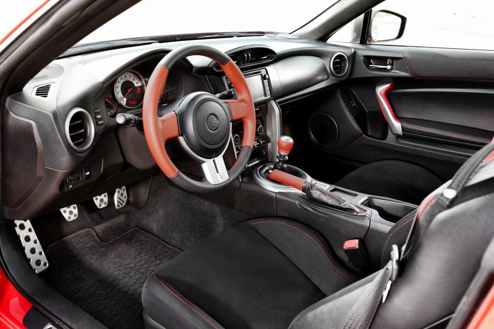 Toyota GT 86 1 поколение (2012-2016) Купе интерьер