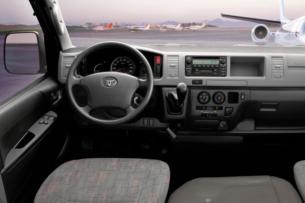 Toyota Hiace 5 поколение H200 (2004-2016) Минивэн интерьер
