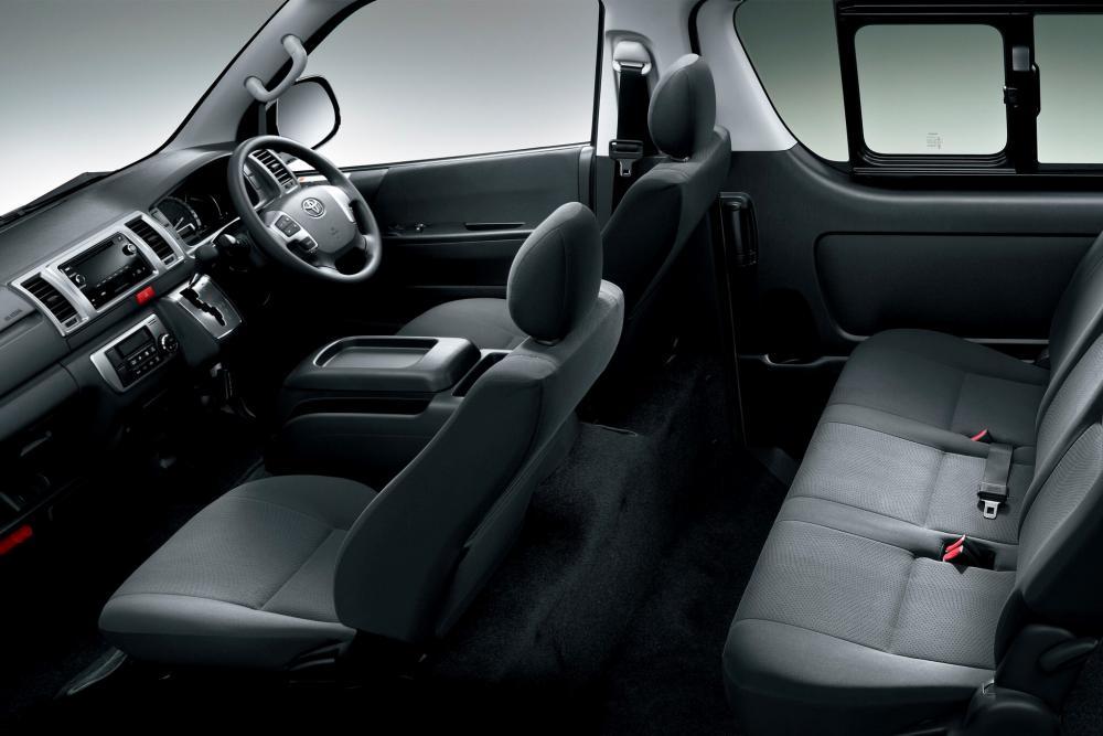 Toyota Hiace 5 поколение H200 [рестайлинг] (2010) Минивэн интерьер