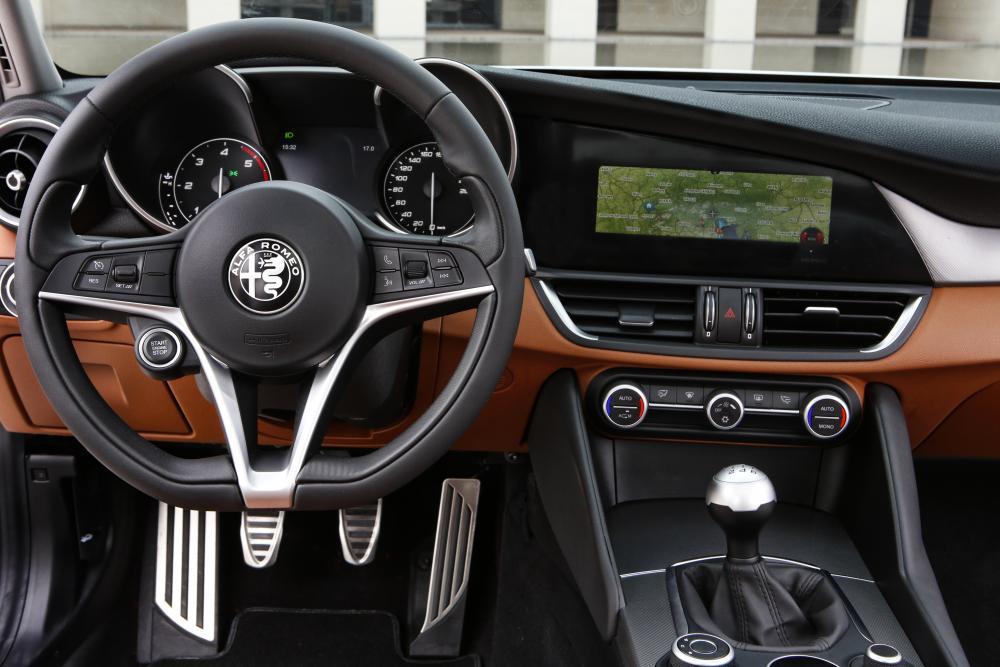 Alfa Romeo Giulia 952 интерьер