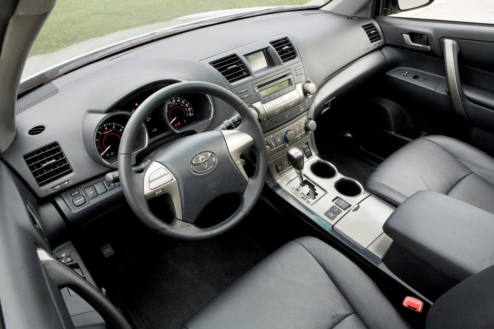 Toyota Highlander 2 поколение (2008-2010) Кроссовер интерьер