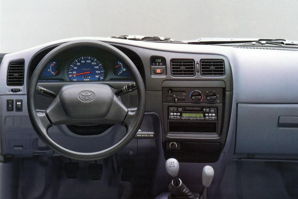 Toyota Hilux 6 поколение пикап 4-дв. интерьер