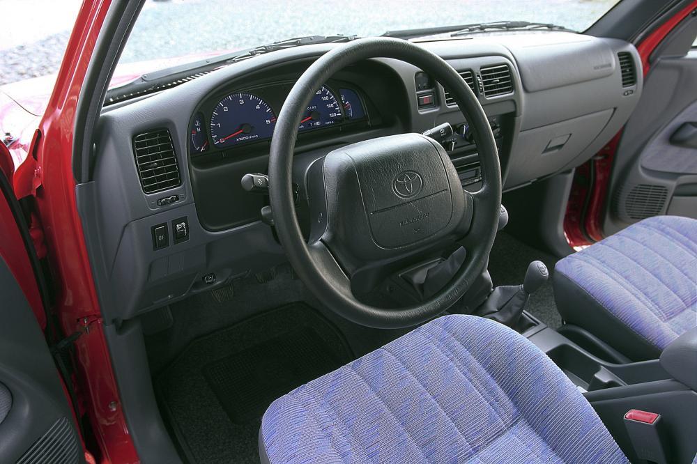 Toyota Hilux 6 поколение (1997-2001) Xtracab пикап 2-дв. интерьер