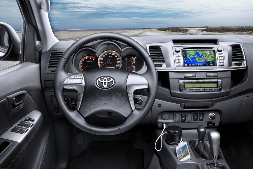 Toyota Hilux 7 поколение 2-й рестайлинг панель приборов