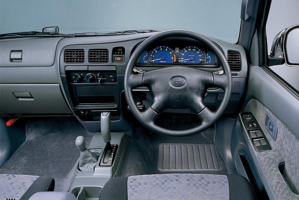 Toyota Hilux 6 поколение рестайлинг интерьер