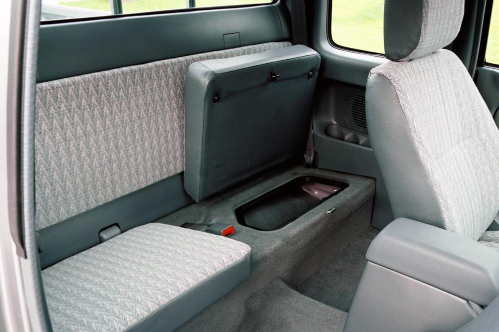 Toyota Hilux 6 поколение [рестайлинг] (2001-2004) Xtracab пикап 2-дв. интерьер