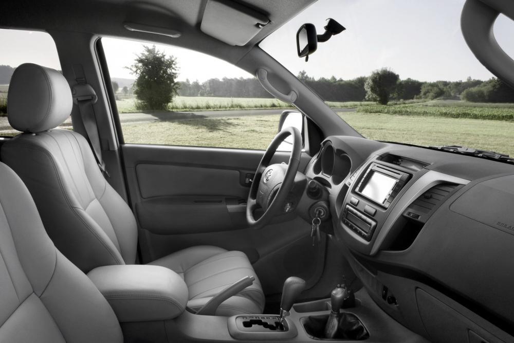 Toyota Hilux 7 поколение [рестайлинг] (2008-2011) Double Cab пикап интерьер