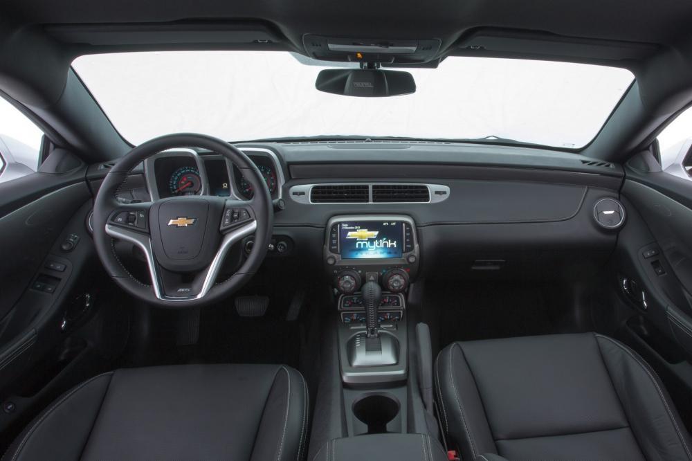 Chevrolet Camaro 5 поколение рестайлинг Купе интерьер