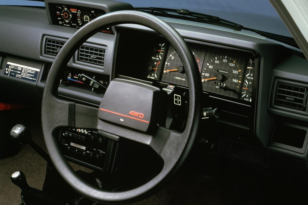 Toyota Hilux 4 поколение пикап 2-дв. интерьер