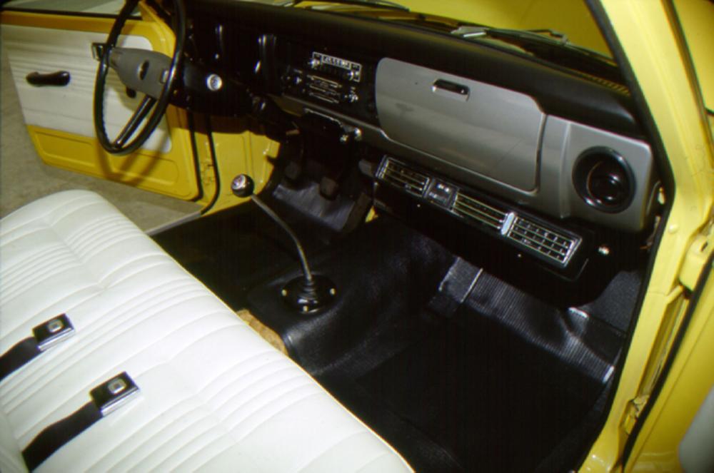 Toyota Hilux 2 поколение (1972-1978) Пикап интерьер кабины