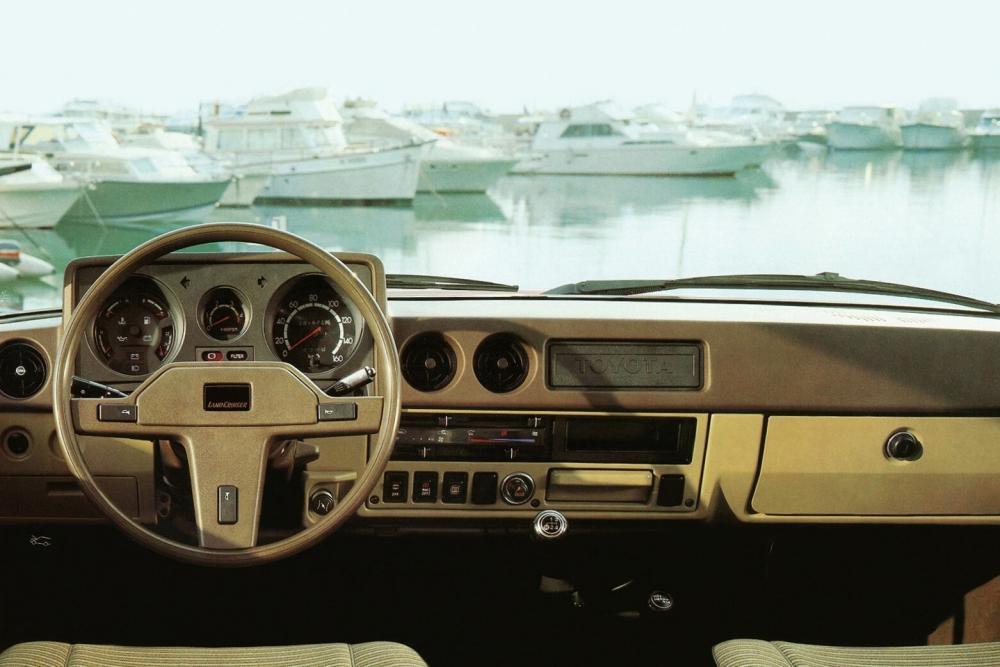 Toyota Land Cruiser J60 (1980-1987) Внедорожник интерьер