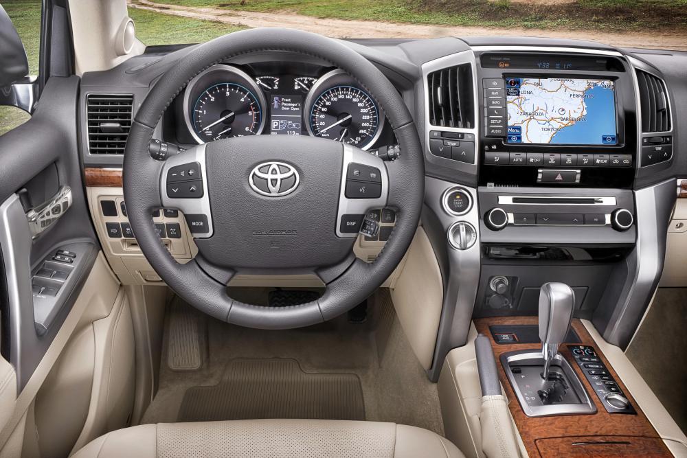 Toyota Land Cruiser J200 [рестайлинг] (2011-2015) Внедорожник интерьер