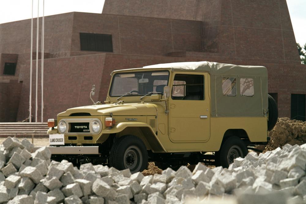 Toyota Land Cruiser J40/J50 (1960-1984) FJ40 внедорожник 2-дв.