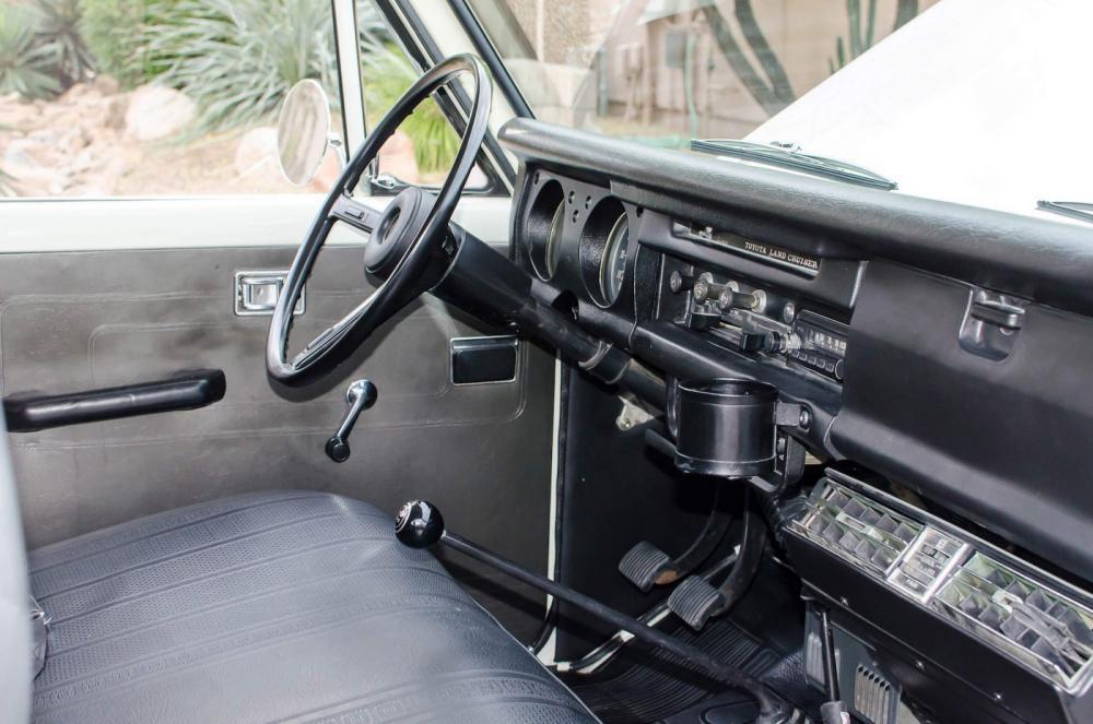 Toyota Land Cruiser J50 (1967-1984) FJ55V внедорожник 5-дв. интерьер