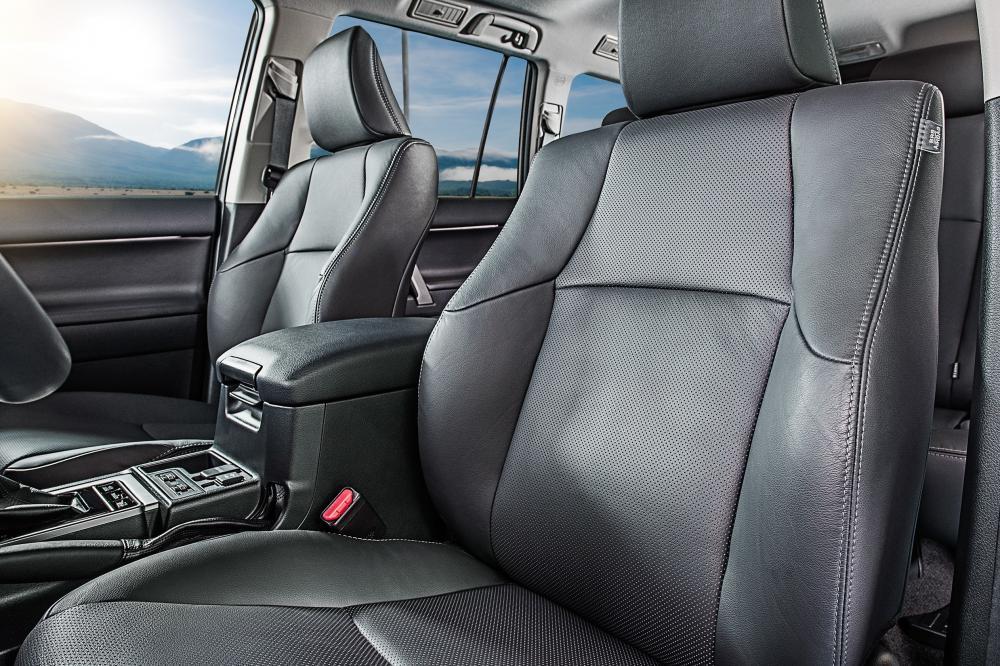Toyota Land Cruiser Prado J150 2-й рестайлинг (2017) Внедорожник интерьер