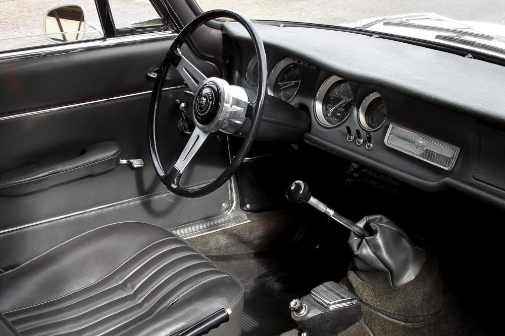 Alfa Romeo Giulia 105 (1962-1977) Sprint купе 2-дв. интерьер