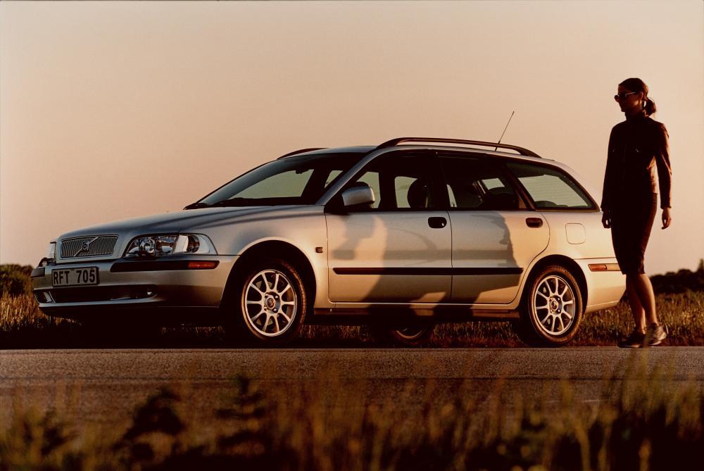 Volvo V40 1 поколение рестайлинг Универсал