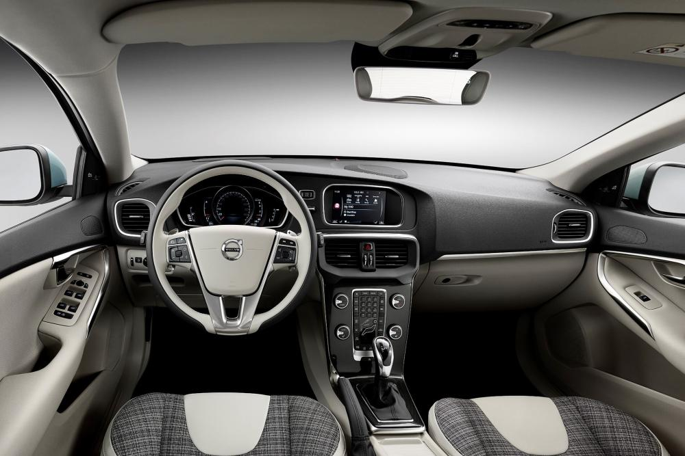 Volvo V40 2 поколение [рестайлинг] (2016-2018) Хетчбэк  интерьер