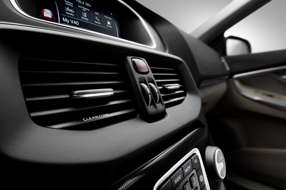 Volvo V40 2 поколение [рестайлинг] (2016-2018) Хетчбэк