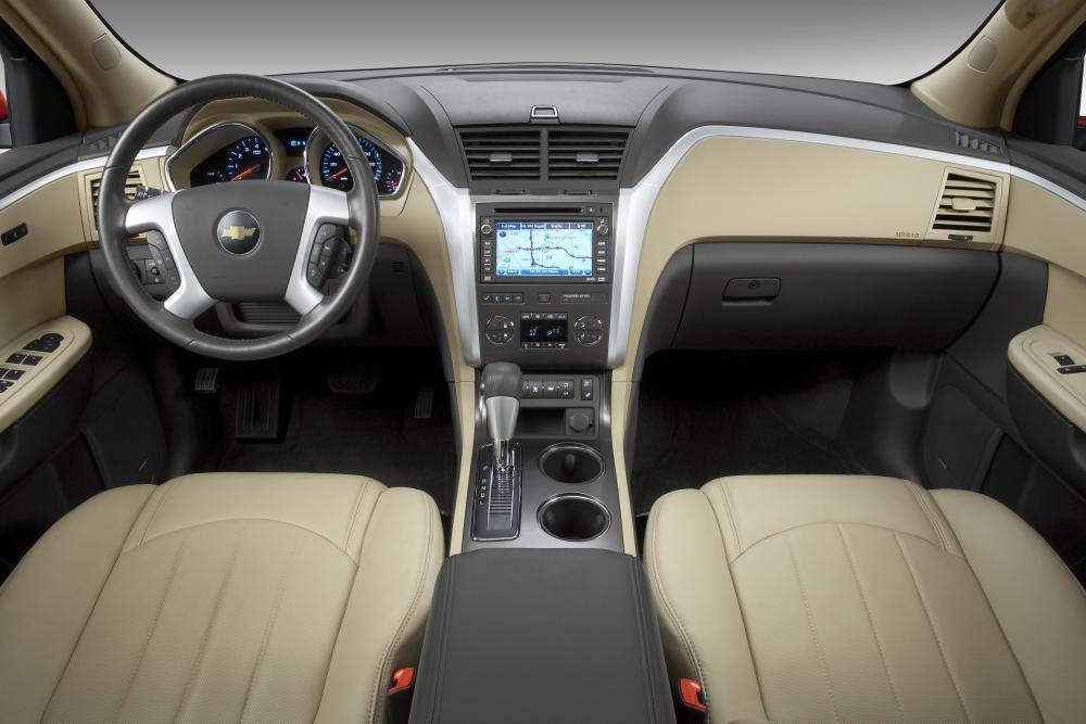 Chevrolet Traverse 1 поколение интерьер