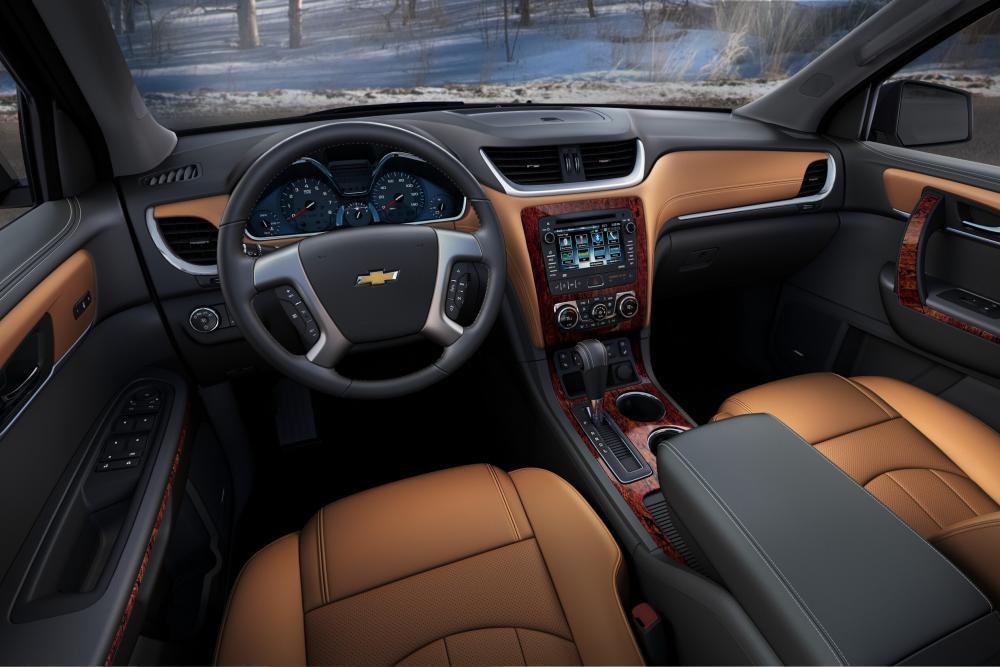 Chevrolet Traverse 1 поколение рестайлинг интерьер