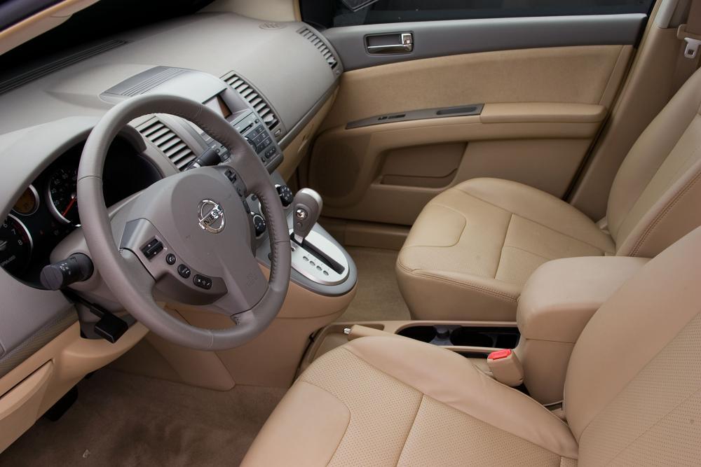 Nissan Sentra 6 поколение B16 (2006-2009) Седан интерьер