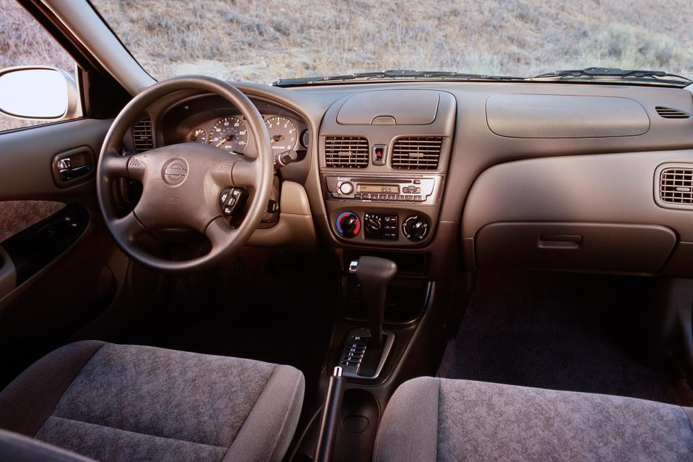 Nissan Sentra 5 поколение B15 (2000-2006) Седан интерьер