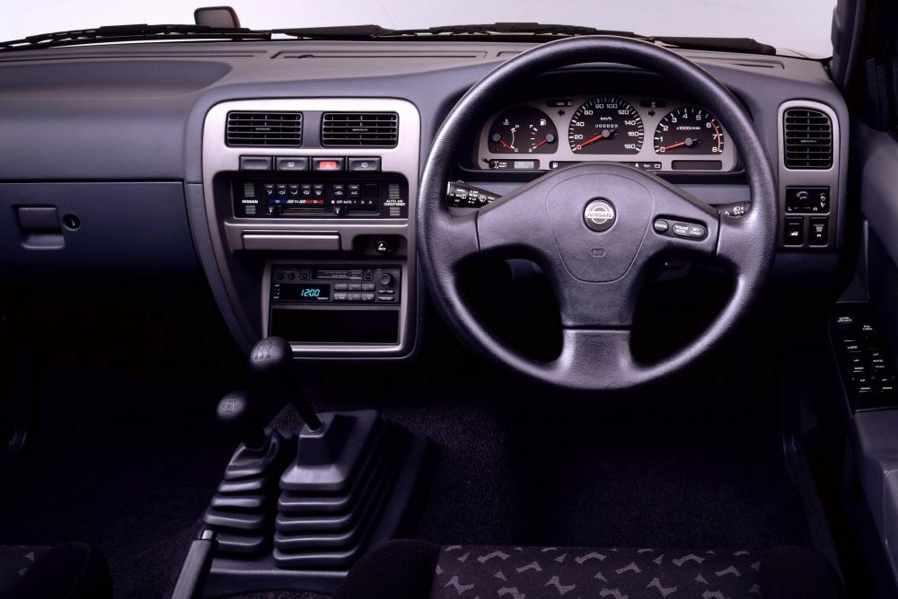 Nissan Terrano 1 поколение WD21 Внедорожник 5-дв. интерьер