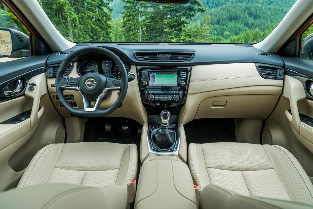 Nissan X-Trail T32 3 поколение рестайлинг интерьер