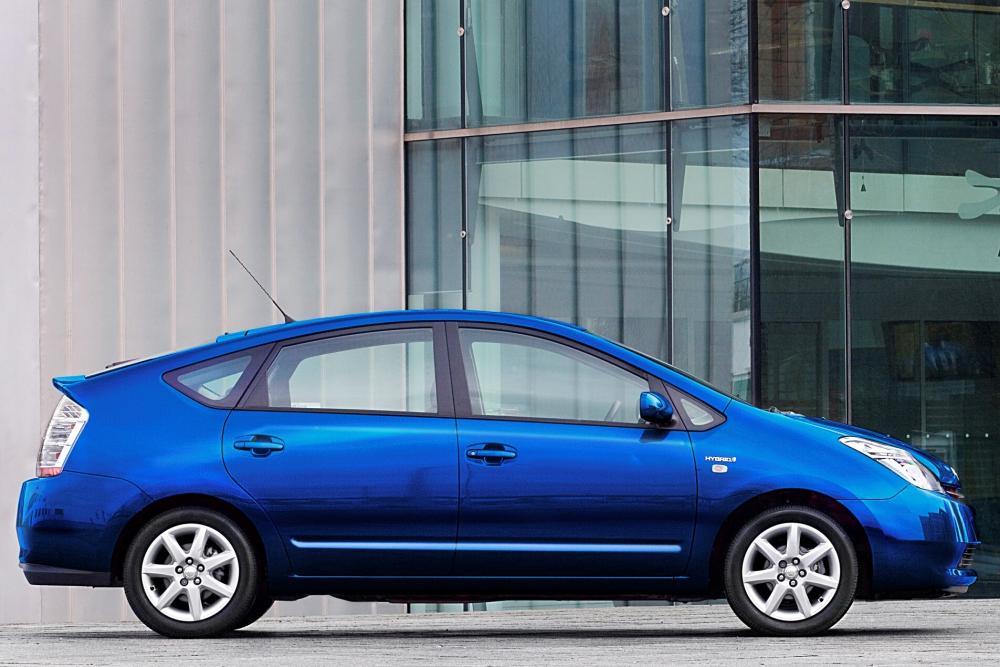 Toyota Prius 2 поколение