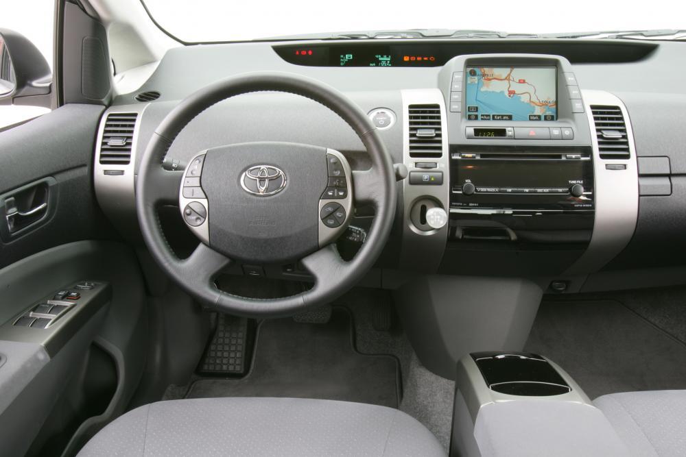 Toyota Prius 2 поколение интерьер