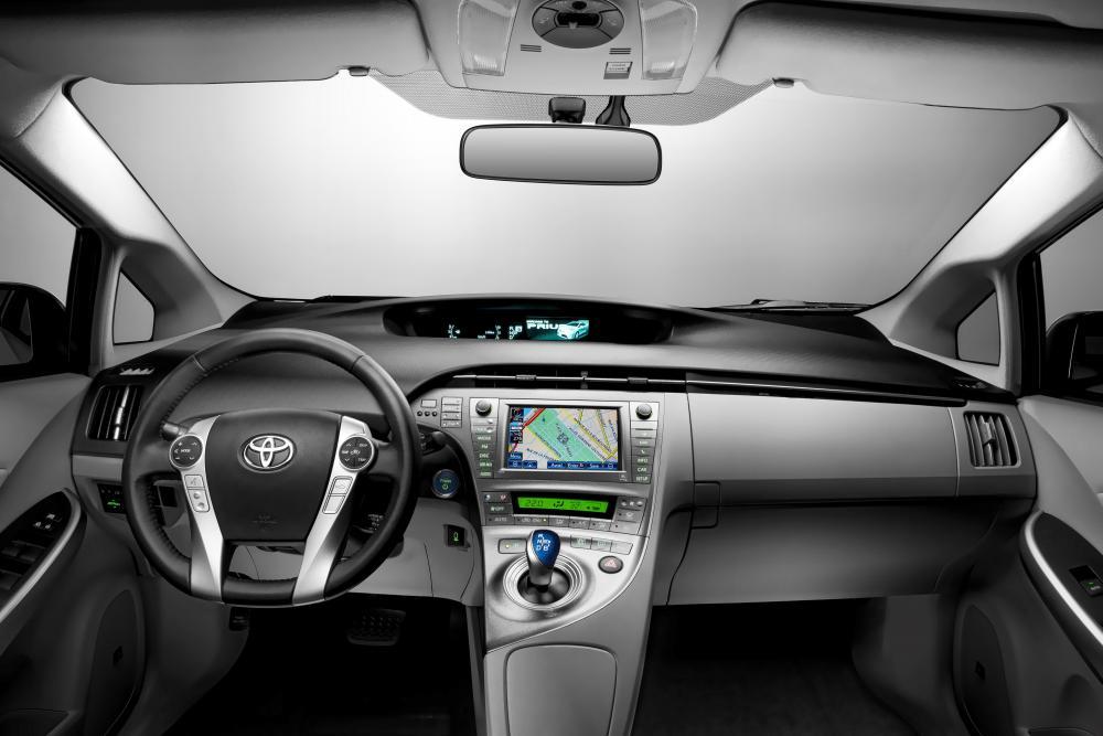 Toyota Prius 3 поколение рестайлинг интерьер