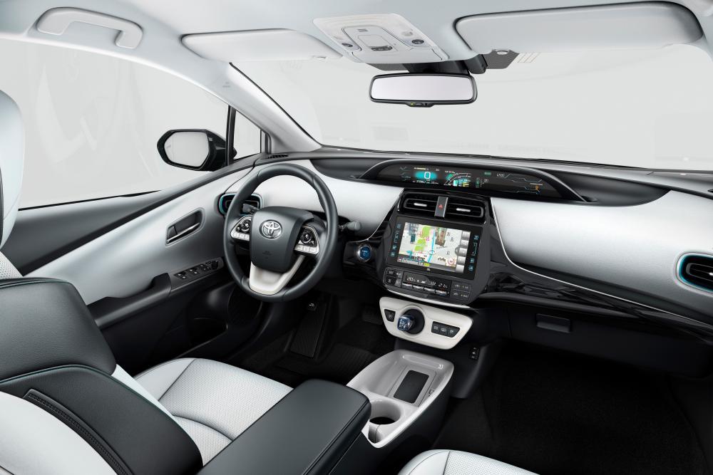 Toyota Prius 4 поколение (2017) Хетчбэк интерьер