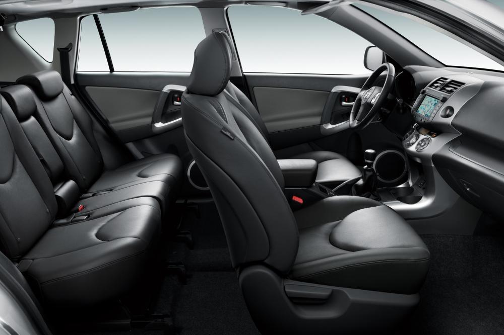 Toyota RAV4 3 поколение (2005-2008) Кроссовер интерьер