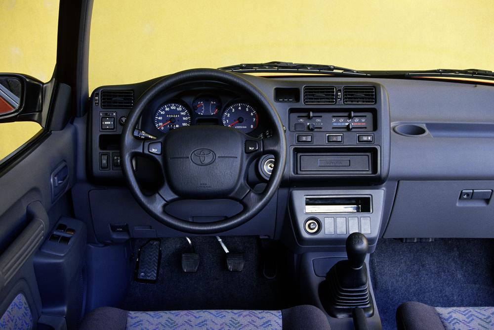 Toyota RAV4 1 поколение (1994-1998) Кроссовер 3-дв. интерьер