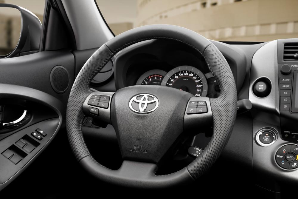 Toyota RAV4 3 поколение [2-й рестайлинг] (2010-2013) Кроссовер интерьер
