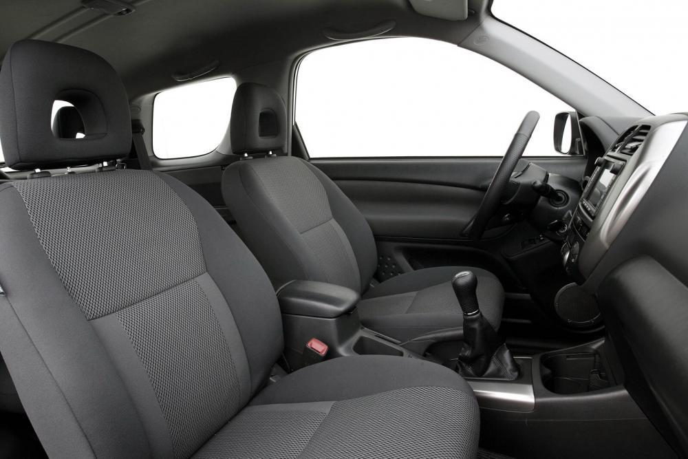 Toyota RAV4 2 поколение [рестайлинг] (2003-2006) Кроссовер 3-дв. интерьер