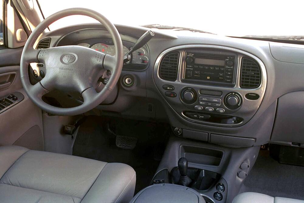Toyota Sequoia 1 поколение (2001-2005) Внедорожник интерьер