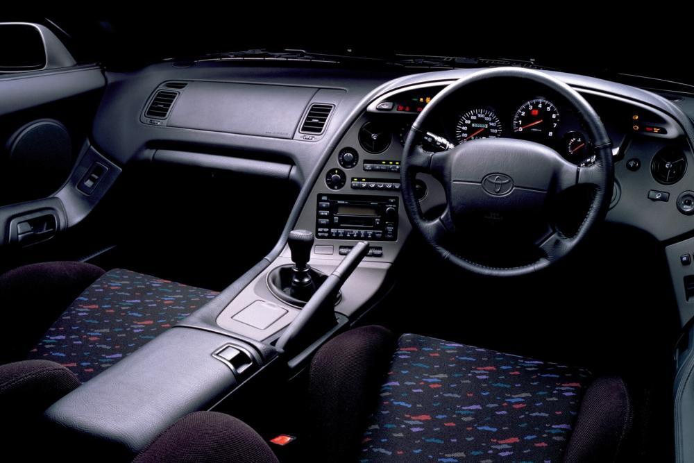 Toyota Supra Mark IV рестайлинг купе интерьер