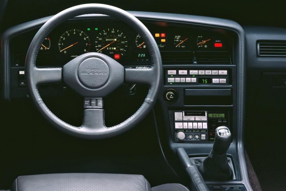 Toyota Supra Mark III тарга кокпит