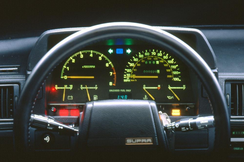 Toyota Supra Mark II рестайлинг панель приборов